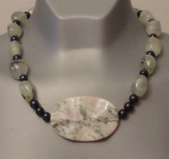 Prehnite necklace - wavy Jade - Black Pearl necklace - Wavy gemstones - wavy Jade - Big stone pendant