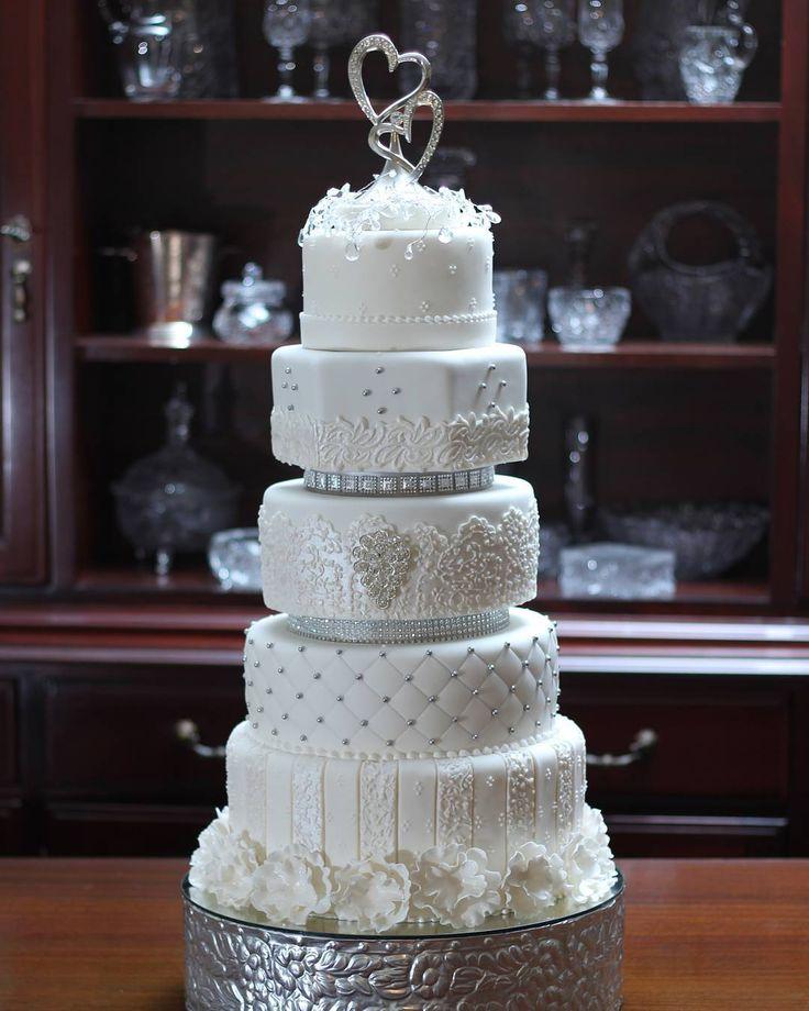 Pastel de Boda. Wedding cake. Tarta de Boda. Torta de Boda Bodas de ensueño Puerto Ordaz Ciudad Guayana Venezuela #cake #PuertoOrdaz #CiudadGuayana #boda #Reposteria #Bakery #reposteriafina #wedding #weddingcake #pasteldebodas #tartadeboda #fondant #beatifull #bodadeensueño #tortas #tortasdecoradas #luxuryweddings #customcakes #cakedesign #cakedesigner #bodas #bolodecasamento #cakeinspiration