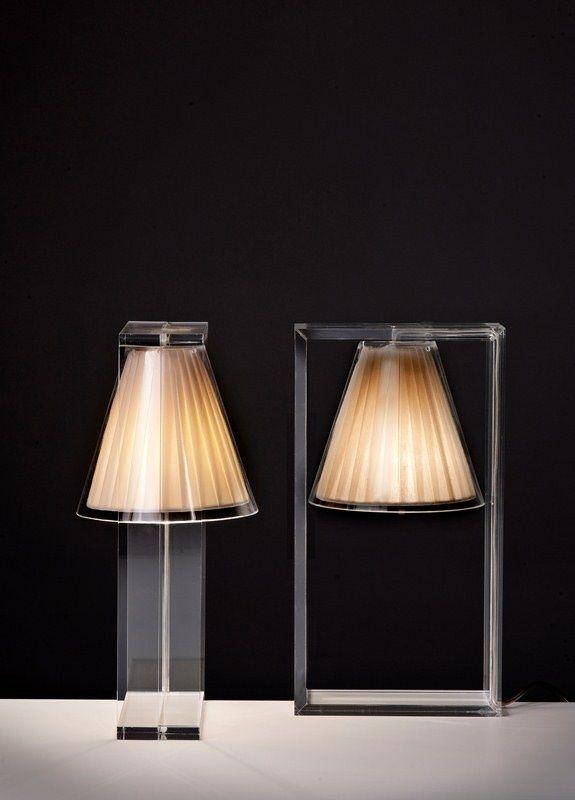 Une lampe pleine de magie défiant toutes les lois de la gravité, pour un intérieur enchanteur et résolument contemporain ! Light Air, la petite nouvelle de chez Kartell, s'inscrit dans la parfaite continuité de l'esprit de la marque avec son design aérien, essentiel et graphique.