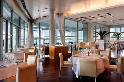HILTON AUCKLAND - With sweeping views over the Harbour, the cuisine is classical with a pan pacific twist that uses the best of fresh New Zealand produce .