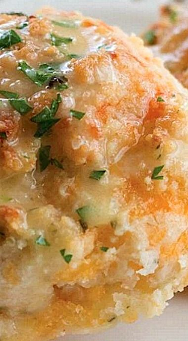 Garlic Cheddar Buttermilk Biscuits ❊
