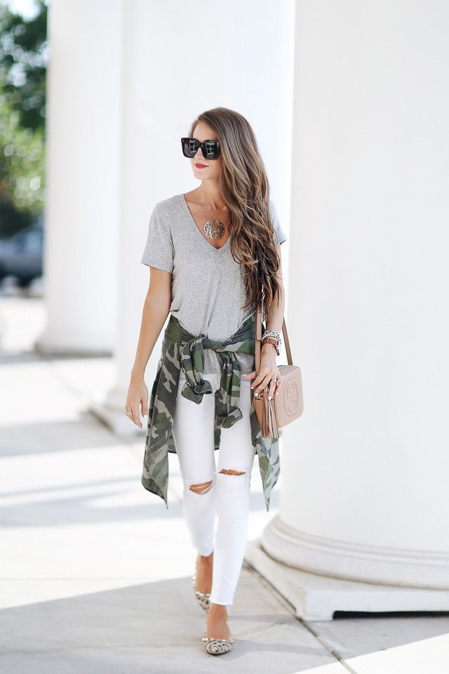 The Soft V-neck Heather Tee with white pants (bloglovin')