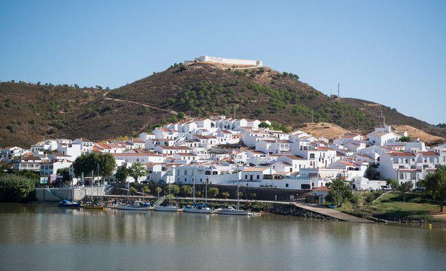 El Algarve en diez paradas   Via Viajar   29/05/2017 El sur de Portugal cuenta con encantadores pueblos pesqueros y de interior en los que perderse en unas vacaciones perfectas. #Portugal