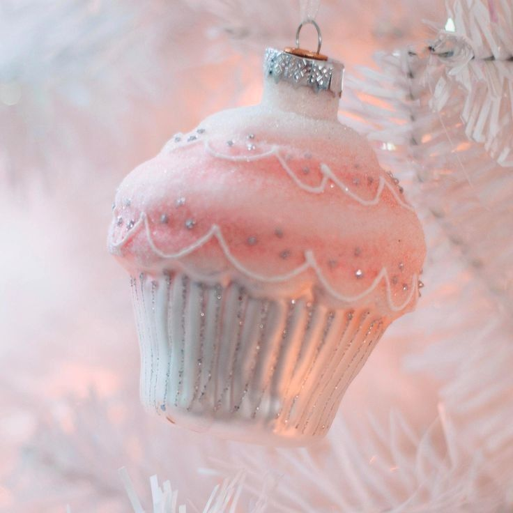 Carol Hurlock Christmas In Pink 2020 Pin by Kitzia 🐰 on Christmas in 2020 | Pink christmas, Pink