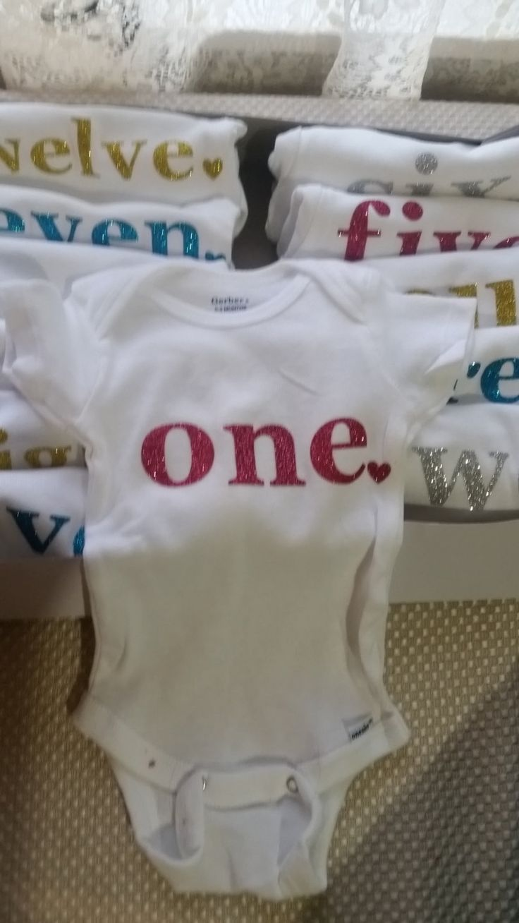 Month to month onesies, milestone months onesies, twelve month onesies, photo prop onesies by TwoLittleHeartbeats on Etsy
