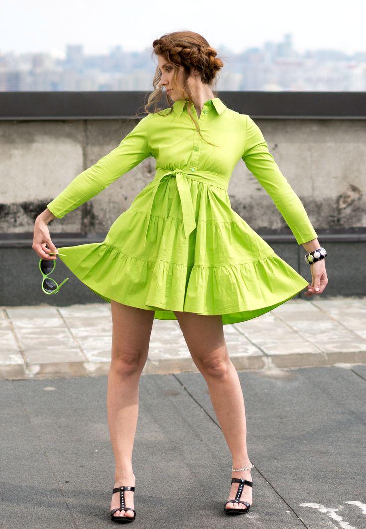 Салатовое платье-рубашка Женское Салатовое платье-рубашка Яркое платье из натурального хлопка салатового цвета. Очень нежная юбочка с оборками и поясок под грудь создают очень женственный образ. 100% хлопок
