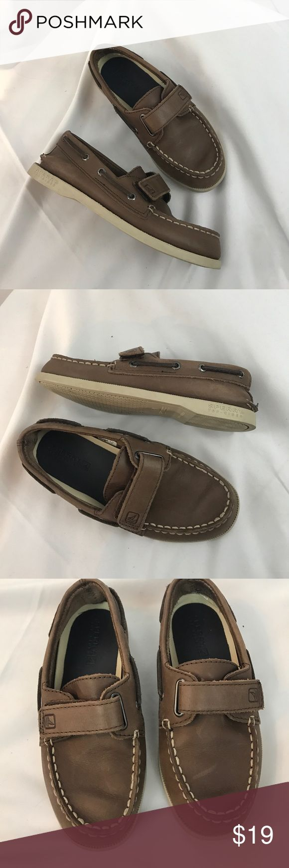 Sperry Top-Sider boys sz12.5 leather boat shoes Excellent used condition Sperry Top-Sider boys sz12.5 leather boat shoes...Velcro closure...some light marks but nothing blatant...overall a great little pair of shoes... Sperry Top-Sider Shoes