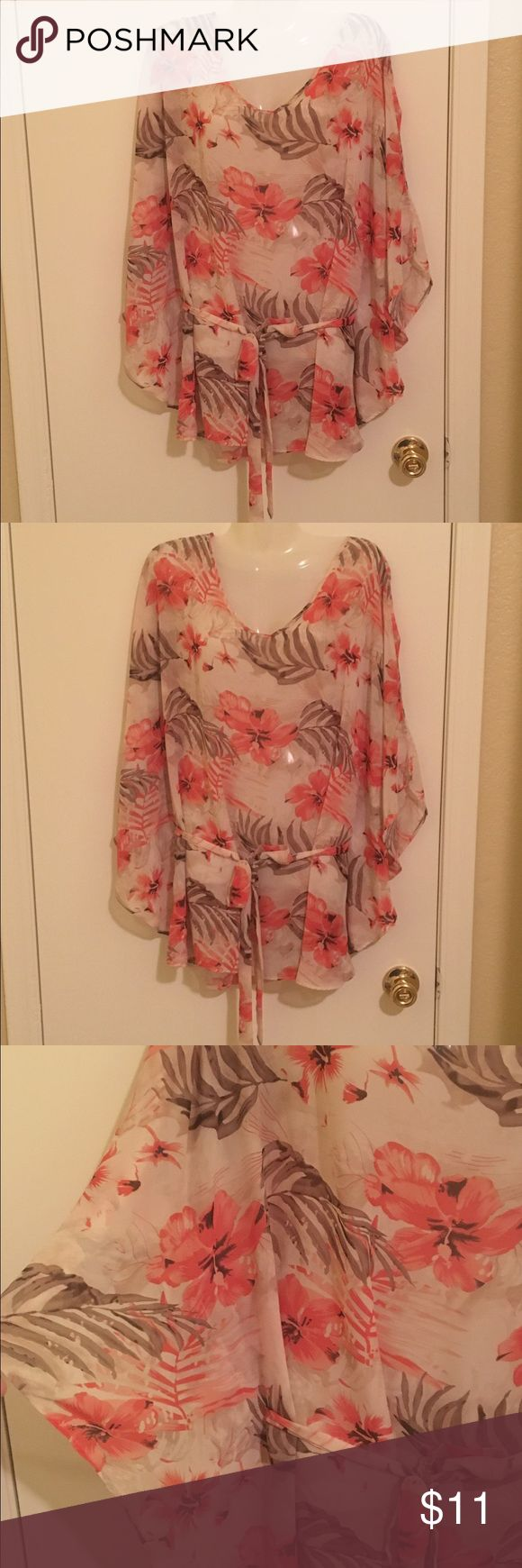 floral batwing top with tie at the waist. Floral top Tops Blouses