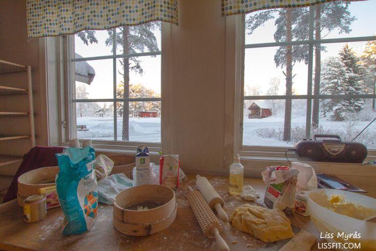 #recipe #christmas #julemat #recept #christmasbaking #jul #julestemning #bakestue #vedfyrt #vedeldad  #bagarstugan #window #lefsebaking #winter #view #woodfire #fire #baking #oven #hut #norwegian #traditions #food