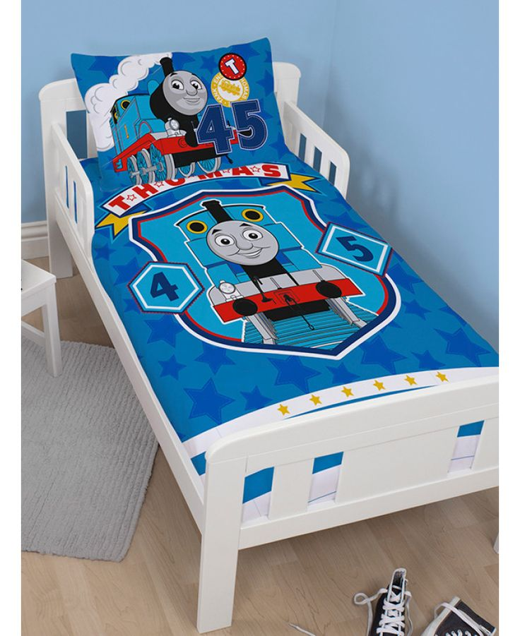 Your little one will love this fun junior Thomas the Tank Engine duvet set! Each set contains one toddler bed size duvet cover and one pillowcase featuring everyone's favourite tank engine Thomas smiling on a blue background. Free delivery available.