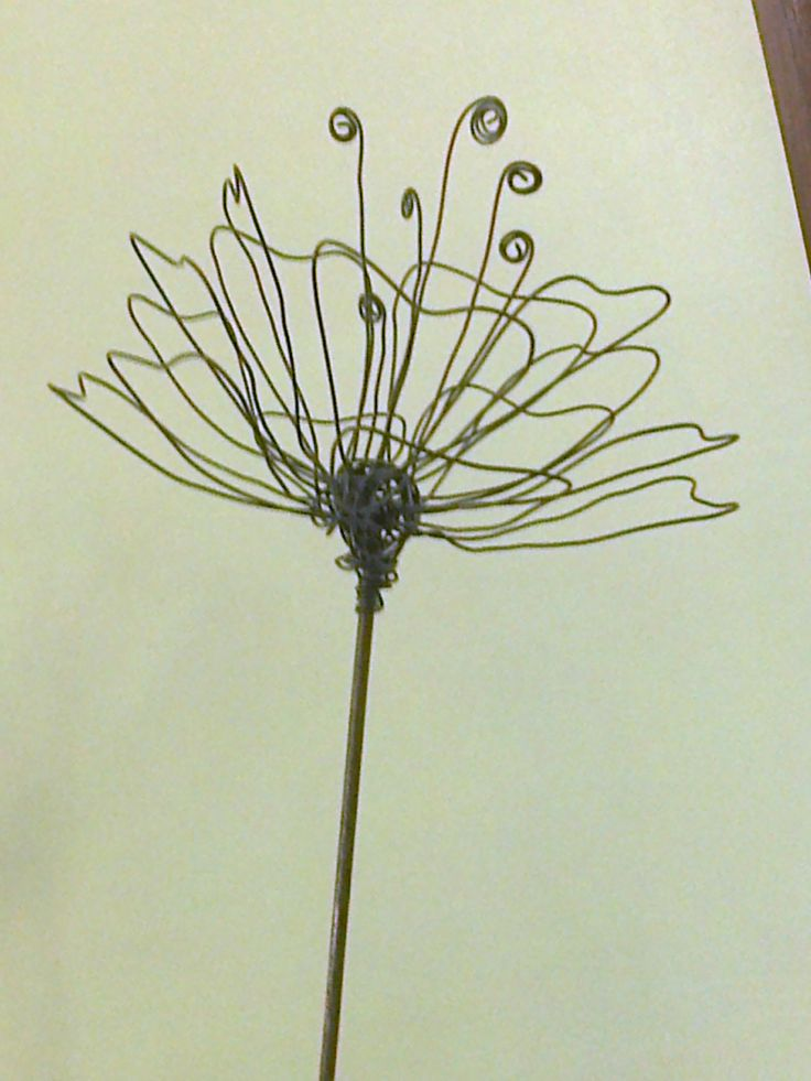 simple but pretty wire flower design