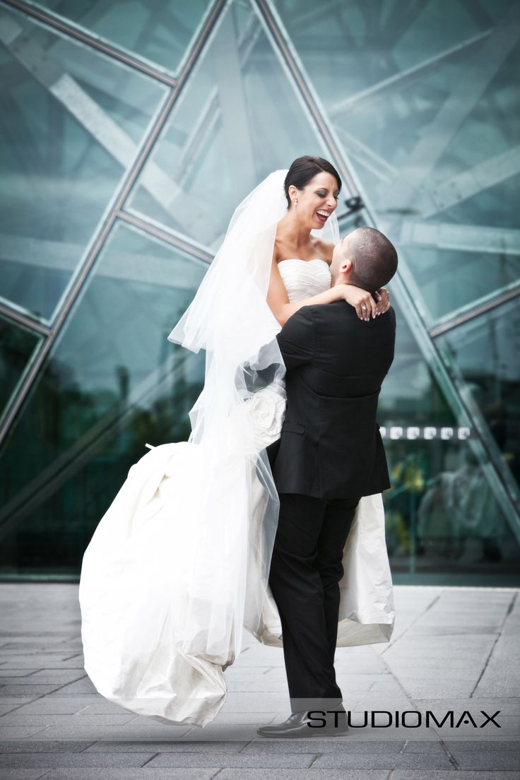 Being swept of your feet! Melbourne is the perfect backdrop x StudioMax Melbourne Photographers
