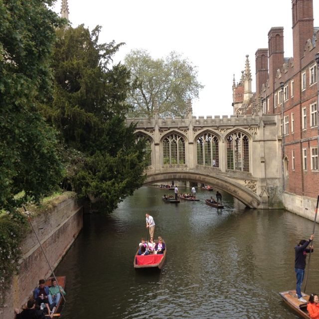 Punting in Oxford... as Lindsay was persuaded to do with Dudley Fanshawe...