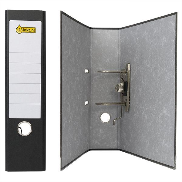 123inkt kartonnen A4 ordner zwart gewolkt 80 mm  |   De zwarte A4-ordner van het 123inkt huismerk houdt papieren, dossiers en documenten overzichtelijk bij elkaar. De stevige ordner is gemaakt van gerecycled karton met een linnen laagje. Dankzij de metalen afwerking aan de onderzijde blijft de map perfect rechtop staan.