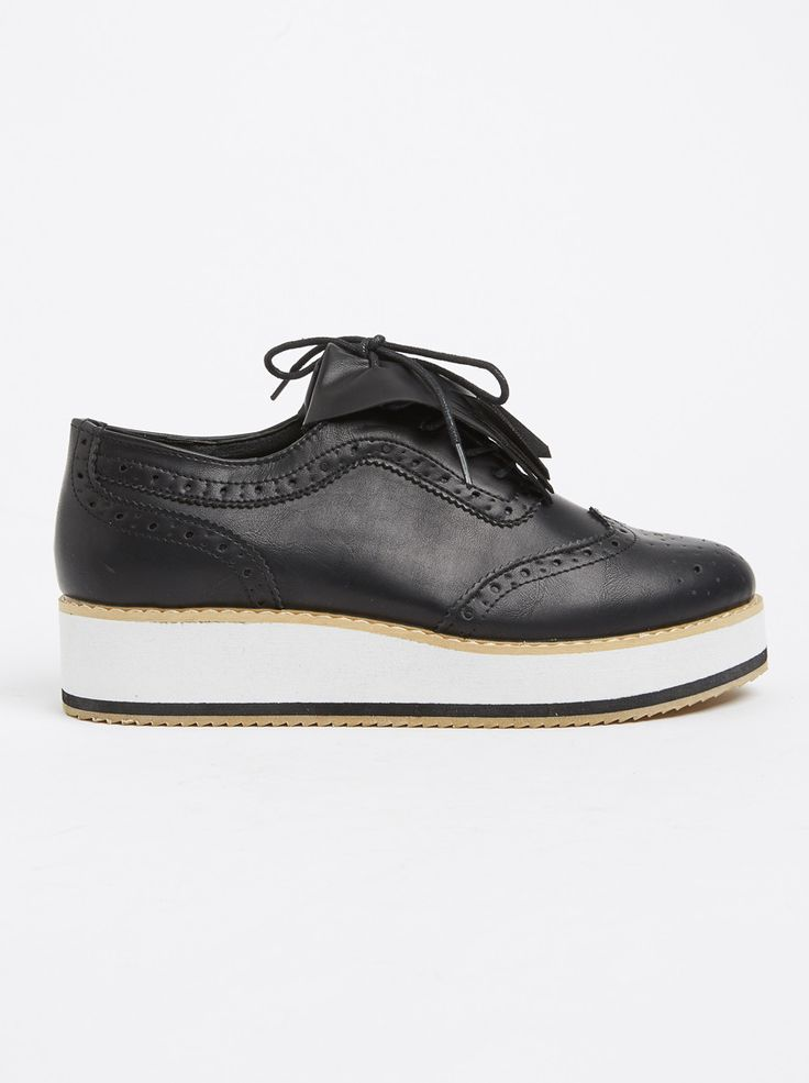 Brogue with Fringe Detail Black