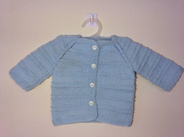 Handmade Baby Sweater Light Blue Wool / Chaleco de bebé celeste hipoalergénico de JulyWoolery en Etsy https://www.etsy.com/es/listing/385590666/handmade-baby-sweater-light-blue-wool