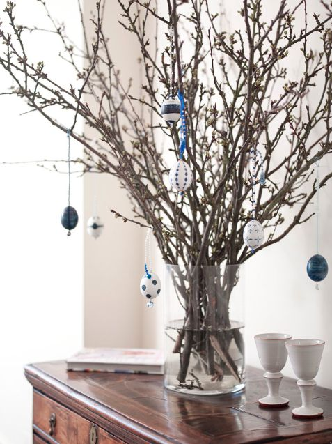 simple: Easter Tree, Easter Idea, Gwyneth Paltrow, Easter Decoration, Decorating Ideas, Holidays, Glass Vase, Easter Eggs, Egg Ornaments