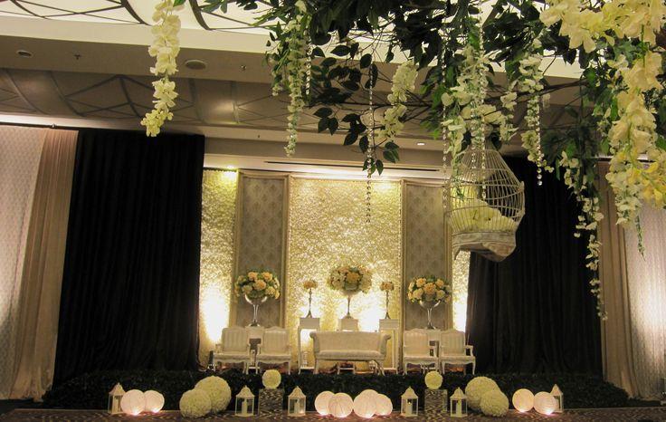 #decoration #wedding #modern #simplicity #mawarprada #dekorasi #pernikahan #elegant #pelaminan #wedding #decoration #jakarta more info: T.0817 015 0406 E. info@mawarprada.com www.mawarprada.com