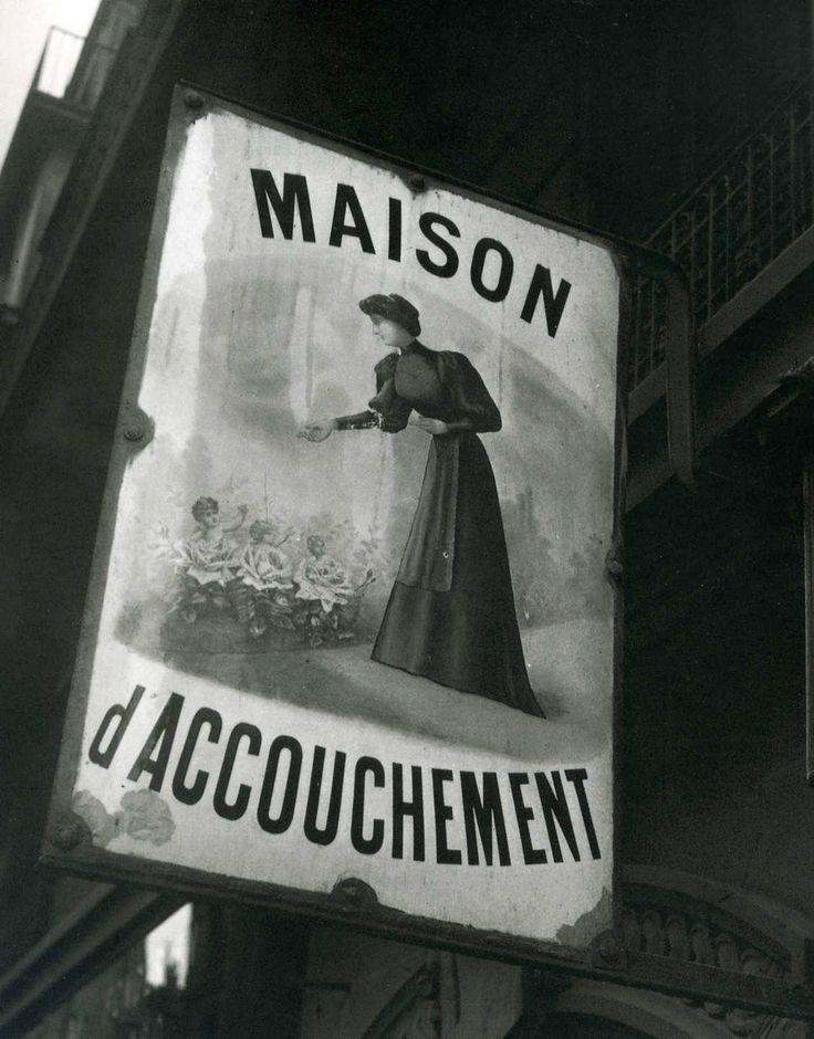 photos-de-france: Enseigne de Maternité, 1945.