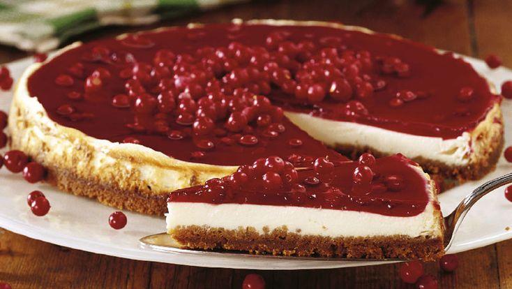Härligt julig och krämig cheesecake med smak av lingon och pepparkakor.