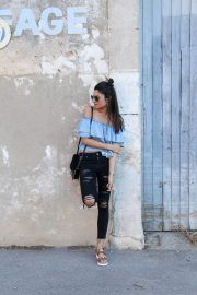 Distressed black jeans are the perfect match to an off the shoulder layered top like this one! Federica L. has created a simplistic summer style here, pairing this outfit with cute leather sandals for a free and easy vibe.   Jeans: Mango, Top: Zara, Sandals: Stradivarius.