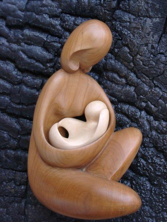 Maternité assise (Sculpture),  10x26x17 cm par Serge Couvert Femme assise Maternité en 2 parties de bois différents  Sur commande en pin et érable sycomore