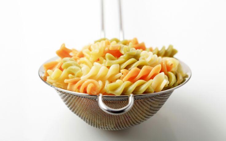 Ruokaisa kana-juusto-pastasalaatti on helppo ruoka rentoon juhlaan - The Voice