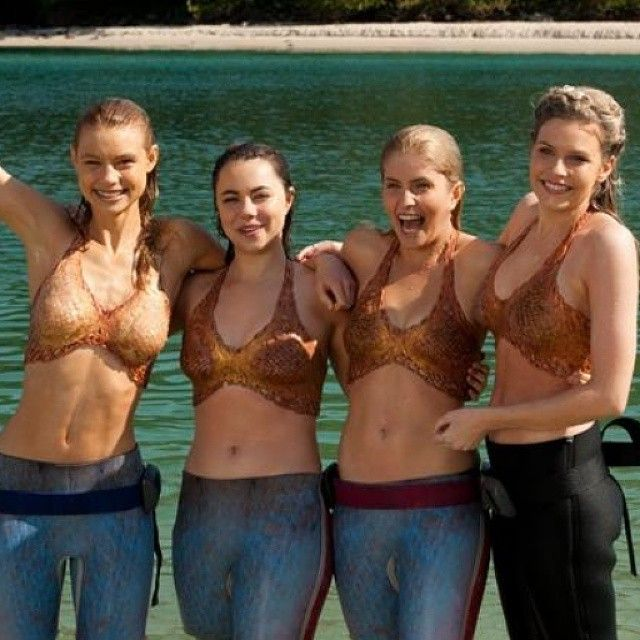 Behind the scenes of Mako Mermaids: Island of Secrets on Netflix - Actresses: Lucy Fry(Lyla), Ivy Latimer(Nixie), Amy Ruffle(Sirena), Jenna Rosenow(Aquata)