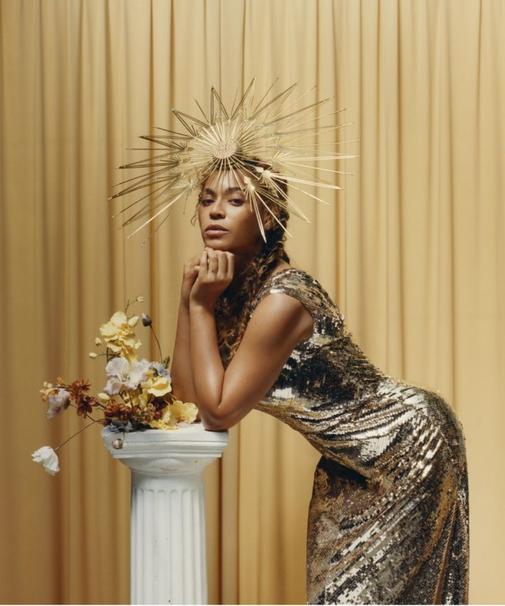 See Your Halo! Beyonce is wearing a Valentino dress and Philip Treacy London hat. Photographed by Tyler Mitchell, Vogue, September 2018 Beyonce 2013, Rihanna, Beyonce Knowles Carter, Beyonce Shoes, Halo Beyonce, Vogue Covers, Philip Treacy, Runway Models, Black Women