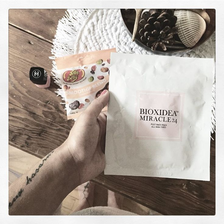 "Spotted! BIOXIDEA by Marie-Eve Desrochers (@msmedesrochers) on Instagram: ""⭐️ Got me feelin' like a Rockstar ⭐️ @bioxideausa 🙌🏼🤘🏼🙌🏼 #TheBest 🐾 #Recovering #MusicFestival #NewFeet 🙏🏼  msmedesrochers#Osheaga #Mtl #Mtlmoments #Beauty #HappyFeet #Mask #Masking #Bioxidea #Nosheaga #agentoffduty #modelscout #chanel #chanelnailpolish #jellybeans #jellybelly"""