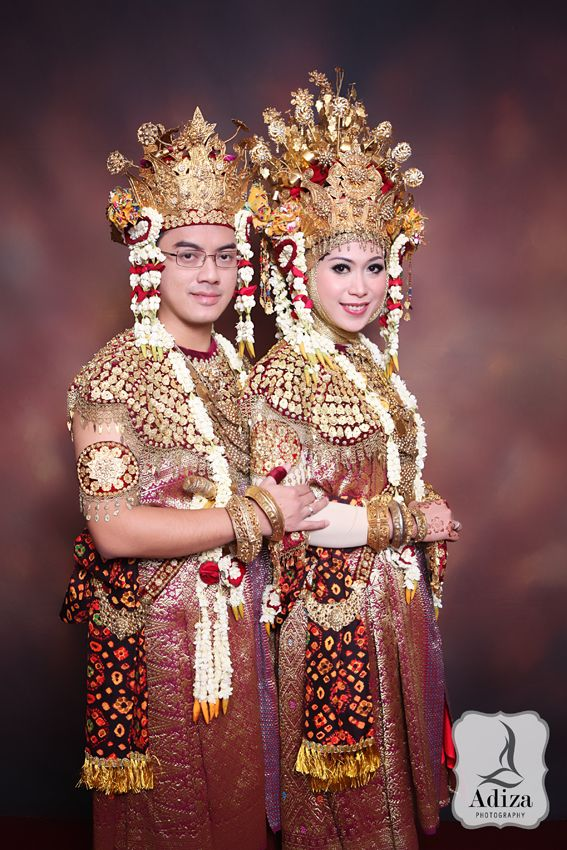 South Sumatra's wedding couple with traditonal outfit Aesan Gede & Aesan Pasangko.