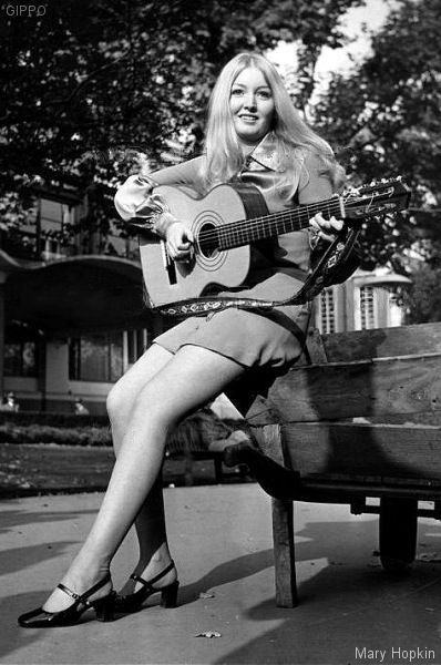 60's mini skirts and straight hair parted in the middle | 60's ...