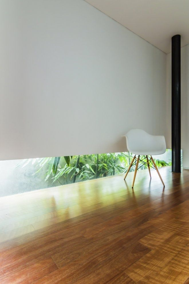 Lumber Shaped-Box House  Atelier Riri, photography byFietter Chalim & Harindra Mahutama  2013