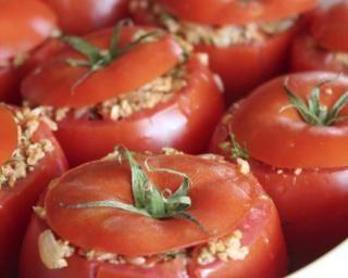 Tomates farcies minceur au riz de konjac : http://www.fourchette-et-bikini.fr/recettes/recettes-minceur/tomates-farcies-minceur-au-riz-de-konjac.html