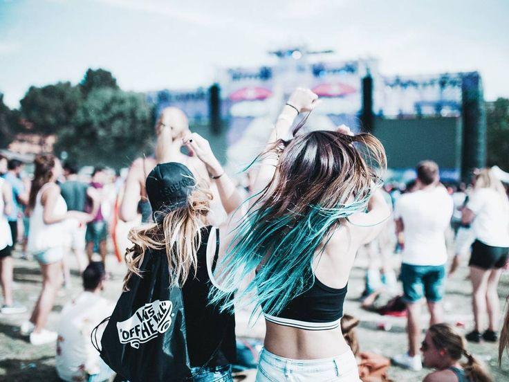 """81.6 mil Me gusta, 543 comentarios - Giovanna Bravar (@gio_bravar) en Instagram: """"M u s i c  Botches me han dicho que #pullmantur va a hacer un festival de MÚSICA ELECTRÓNICA en un…"""""""