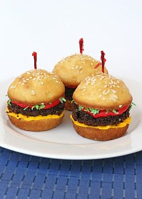Hamburger Cupcakes. Too cute.