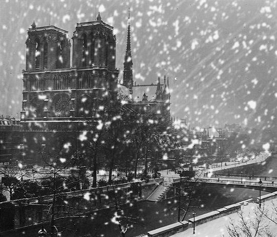 Robert Doisneau // Notre dame sous la neige , ca. 1940