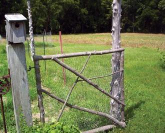 Simple twig gateGardens Ideas, Angled Brackets, Nature Gardens, Simple Gardens, Garden Gates, Chicken Wire, Gardens Gates, Gardens Doors, Veggies Gardens