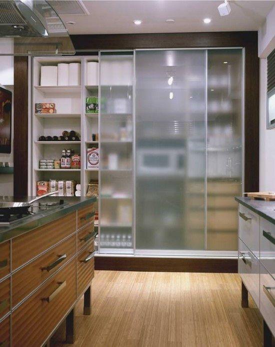 Ideas de diseño de dispensas de cocina que ayudarán a organizar y almacenar los alimentos y otros productos básicos de la casa. Hay di...