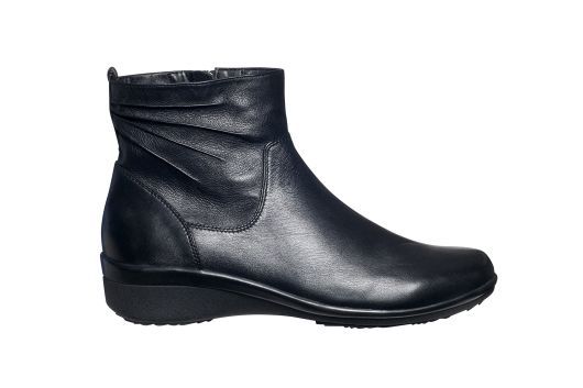 This is Meagan Kerr: Ankle boots for spring | Supersoft by Diana Ferrari Lavender Ankle Boot, $51.99 from @farmersnz