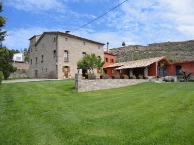 Masia El Solá. Masia de 300 m2 y jardines de unos 3000 m2 con huerto ecológico. Turismo rural, Cataluña.