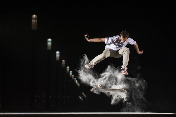 O esportista Marek Kazała fazendo manobras com seu skate em Varsóvia, Polônia. A foto está inscrita na categoria 'Masterpiece'. O fotógrafo e o skatista ensaiaram durante três horas para a sessão de fotos - usando farinha, para conseguir o efeito desejado -, até que, finalmente, encontraram o clique perfeito.