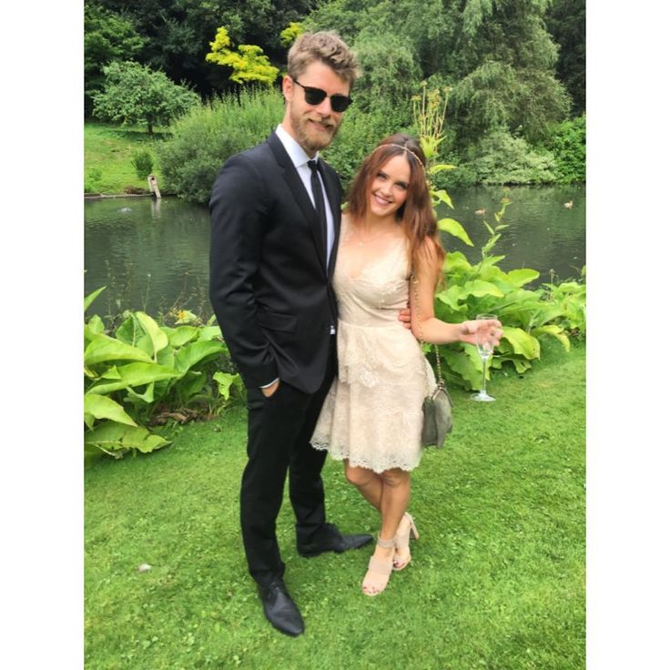 Luke Mitchell A Cheeky Wedding In The English Countryside With This Beauty