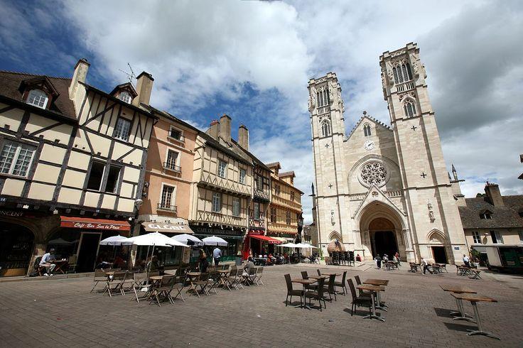 ChalonsurSaône  Place du marché et cathédrale Saint