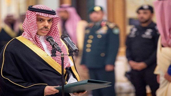 وزير الخارجية السعودي نعمل مع جريفثس على وقف إطلاق النار من جميع الأطراف في السعودية جريفثس وقف اطلاق النار باليمن Www In 2020 Fashion Captain Hat Baby Strollers