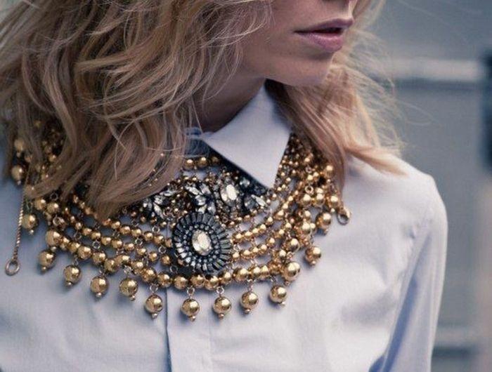 0-comment-porter-avec-style-le-gros-collier-femme-pas-cher-chemise-bleu-oficielle