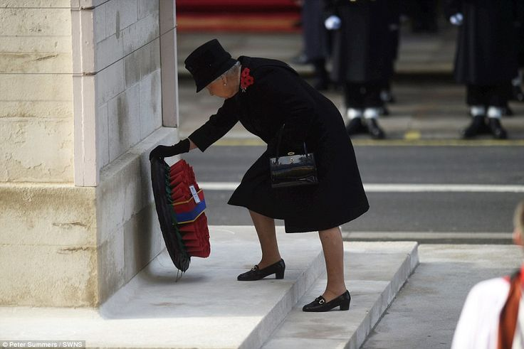 Her Majesty Queen Elizabeth II lays a wreath at The Cenotaph in Whitehall, London. Sunday 13 November 2016