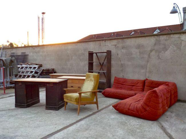 Wareneingang! Eine TOGO Wohnlandschaft von Ligne Roset, ein Rolladenschreibtisch, Regal und Weichholzkommode, ein schmaler langer Tisch mit Eichenfurnier und ein schicker Klappsessel… #Wareneingang #Neuzugänge ##RetrosalonKöln #Retrosalon #Vintagemöbel #vintagefurniture #vintage #Upcycling #interiordesign #interior #Inneneinrichtung #Einrichtung #Inneneinrichter #Köln