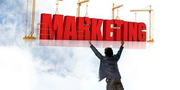 Маркетинг для малого бизнеса: 10 советов  1) Сужайте рынок Создайте картину идеального клиента: как он выглядит, что он думает, как оценивает, где вы можете их найти? Не делайте обращений к тем людям, которые не подходят под определение идеального клиента.  2) Дифференцируйтесь Опустите все, что вы знаете о вашем продукте. Дойдите до самой главной центральной идеи, и работайте от нее. При этом удостоверьтесь, что эта центральная идея выделяет вас на фоне конкурентов.  3) Думайте о стратегии…