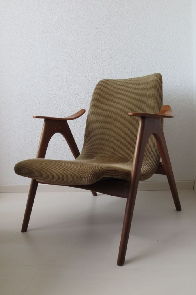 Top 3 #woonspullen op zondag | Deze jaren 50 #fauteuil is ontworpen door Louis van #teeffelen. Wij vinden het #design echt gaaf en daarom staat de stoel op 1.